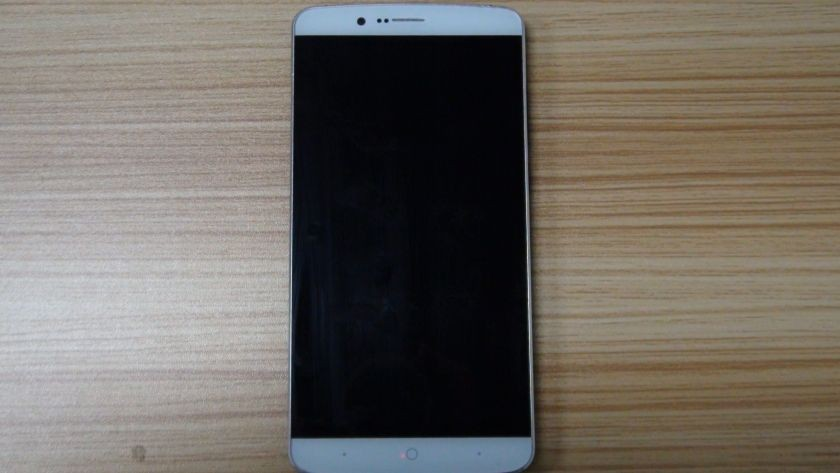 Elephone P8000: High-End Smartphone mit MT6795 SoC?